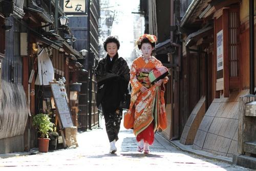 【あなたの知らない京都】京都に来ると、歩くのが遅くなる人が増加中。