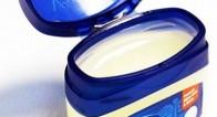 アメリカで大流行中!ワセリンを保湿以外で使う10の美容法