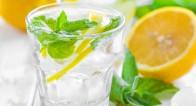 美容ドリンク「レモン水」の美容効果は「だるい朝」に効果的!