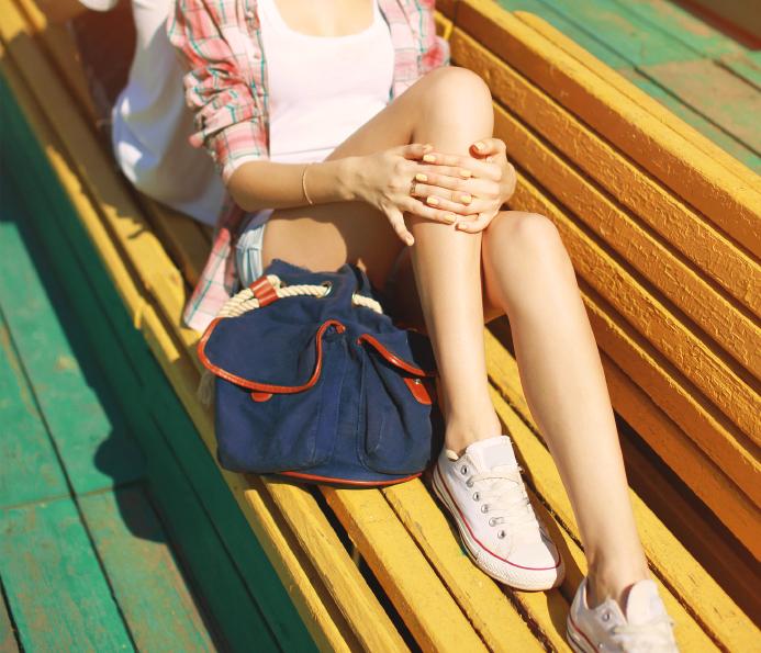 Trendy hipster resting in the city, beautiful slender female leg