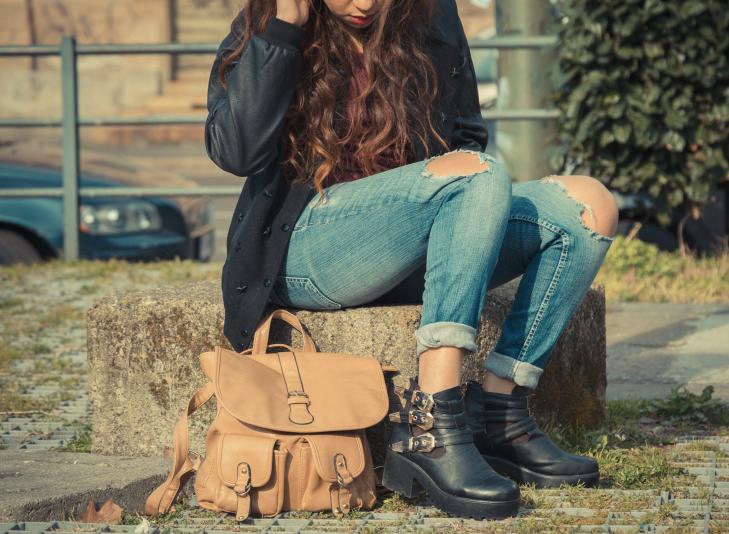 Detail of a girl posing in an urban context