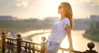シンプル過ぎないデザイン!夏のトレンドTシャツの着こなし方法