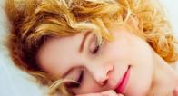 顔や首シワ、歪みを防ぐ!美しい人の睡眠スタイルって?