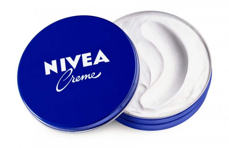 伝統の青缶ニベア