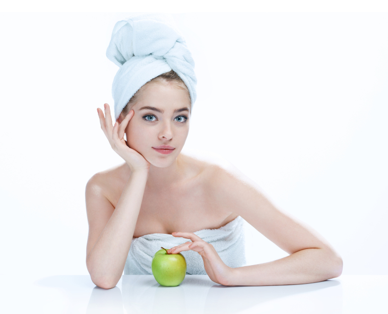 Good skin after bathing / Appealing woman with apple / studio ph