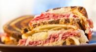 肉やフライもあり!メインディッシュなサンドイッチレシピ