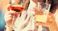 忘年会前に必見!恋愛上手の女子が飲み会で注文しているアルコール3選
