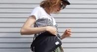 夏のアウトドアにもデイリーにも!オシャレ女子に人気の「サコッシュバッグ」って?