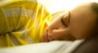 「窓を開けたまま」は危険!暑い夜も快適に眠れるひんやりアイテム3選