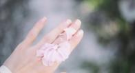 「指先老け」を阻止!でこぼこや縦筋…ネイルトラブルの原因と対策とは?