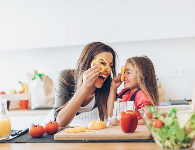 夏休みの食事はママの負担増!子どもの食生活で取り入れたい「工夫」とは?